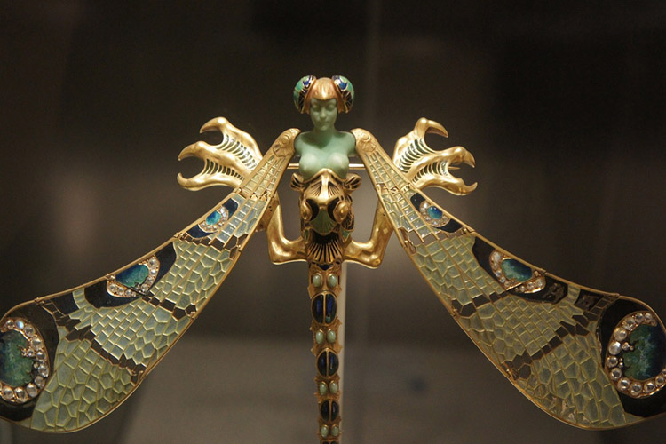 Dragonfly lady brooch, Museu Calouste Gulbenkian, acquired from the artist in 1903